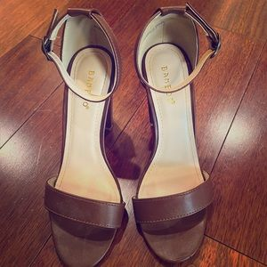Bamboo vegan leather strappy heels, like new!